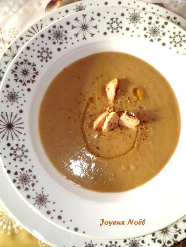 Velouté de Chataignes à la noisette et ses éclats de foie gras