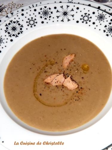 Velouté de Chataignes à la noisette et ses éclats de foie gras1